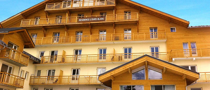 france_les-2-alpes_lours_blanc_apartments_exterior.jpg
